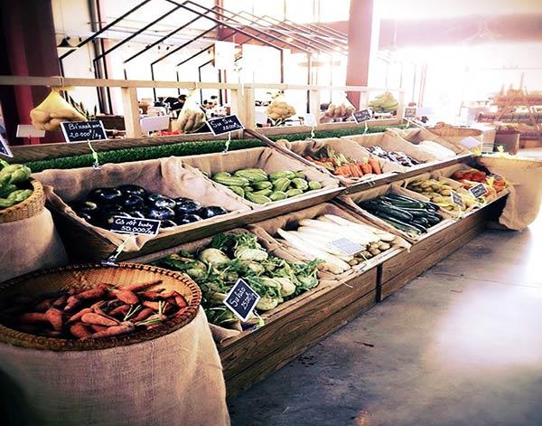 オーガニック野菜が売られている市場