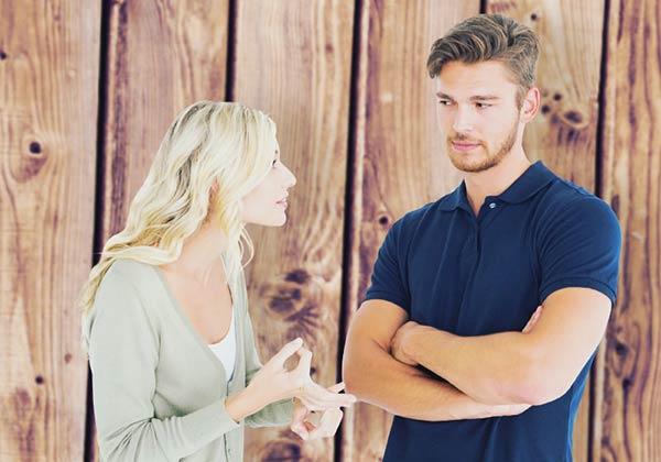話合う夫婦