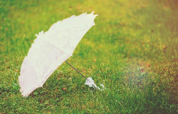 ピンクの日傘