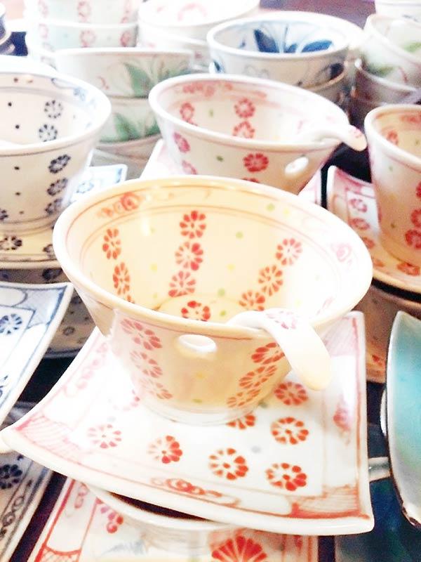 お花が描かれたカップソーサー