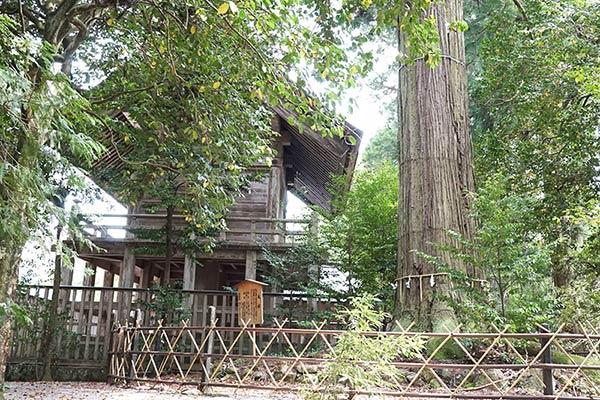 須佐神社の裏側