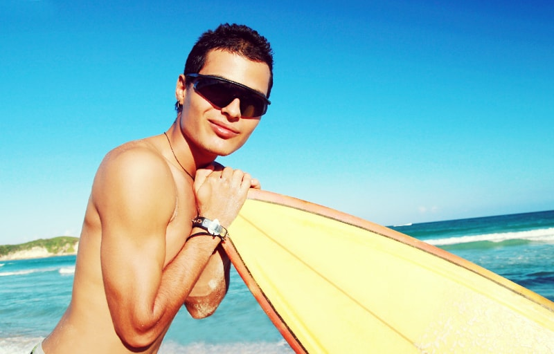 サーフィンが大好きな男