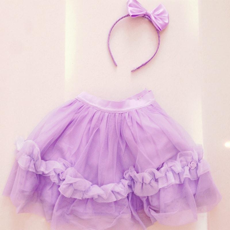 キュートで紫色のドレス