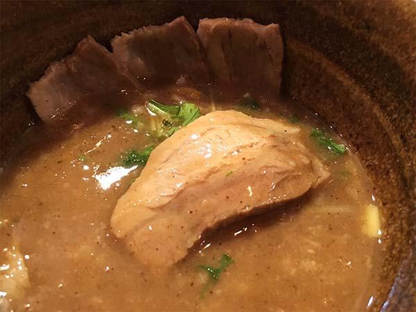スープの中は具だくさん