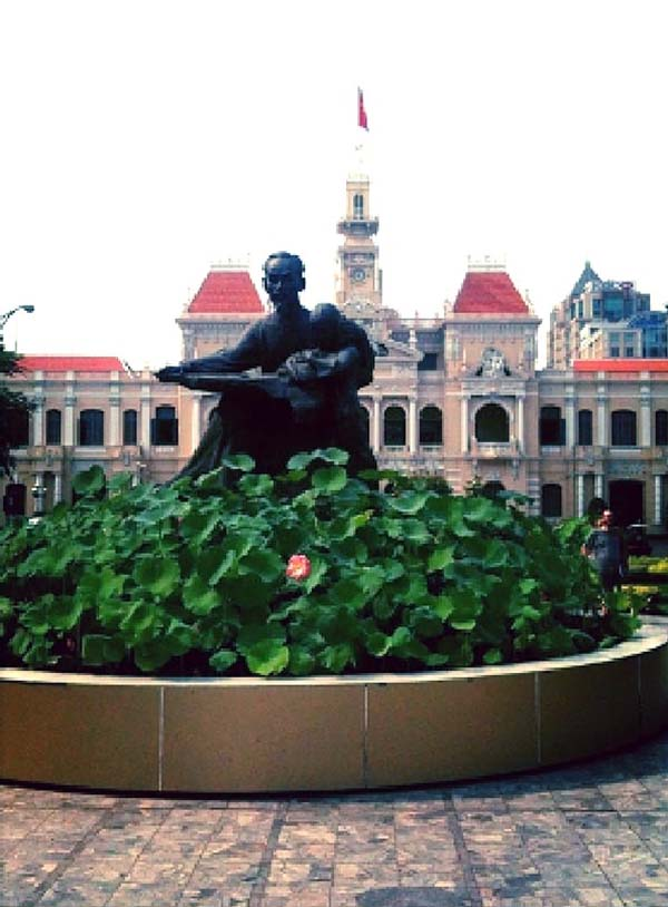 ホー・チ・ミン氏の銅像