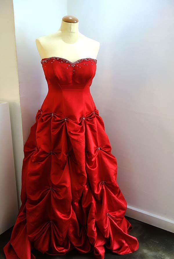 この赤いドレスにはエピソードがあります