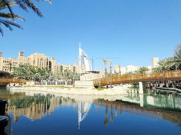 ブルジュ・アル・アラブが写る風景
