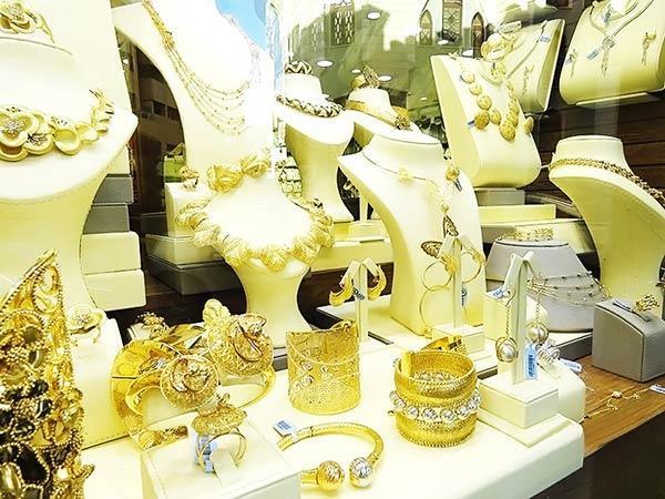 金(ゴールド)がゴージャスに輝くドバイのアクセサリー