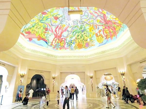 ホールの天井の絵が気になります