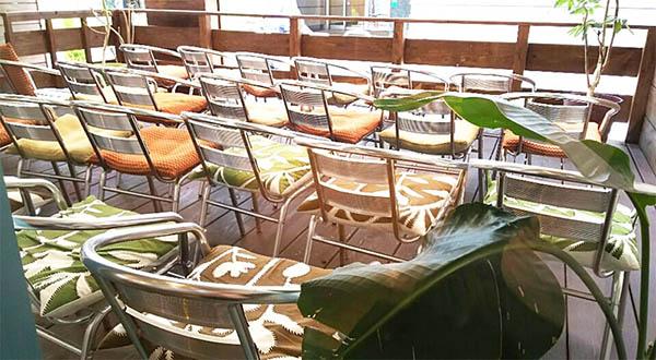 カラフルな座席