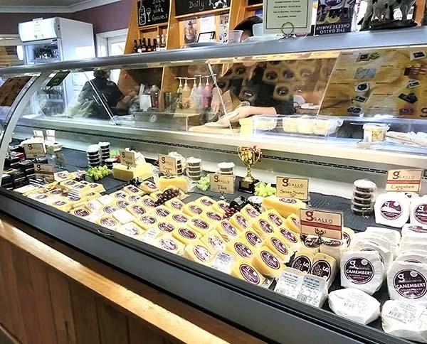 いろんな賞をもらったチーズが並んでます