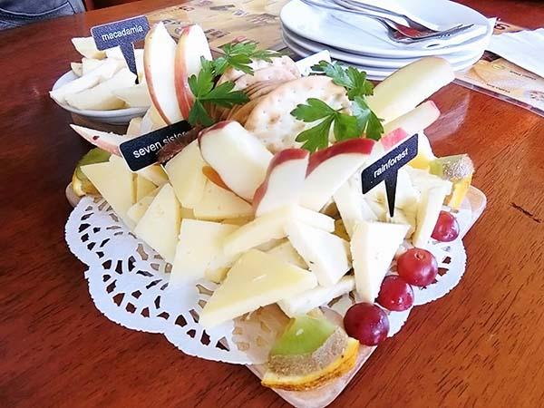 フルーツとチーズの盛り合わせ