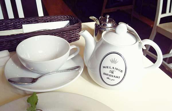 ロンネフェルトの紅茶とポット