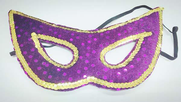 ハロウィンの「なりきりハーフマスク」