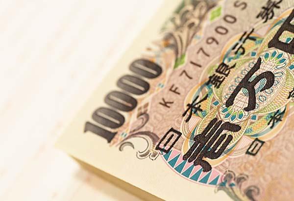 積みあがった1万円