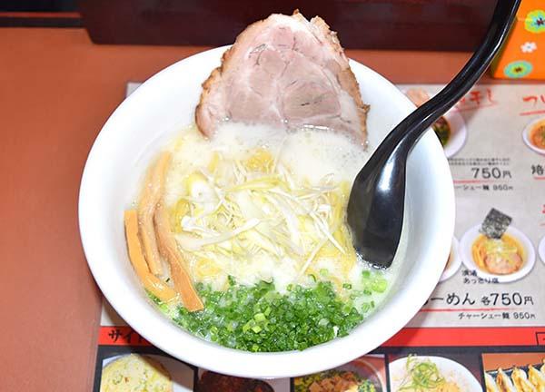 白いスープが目印の鶏白湯