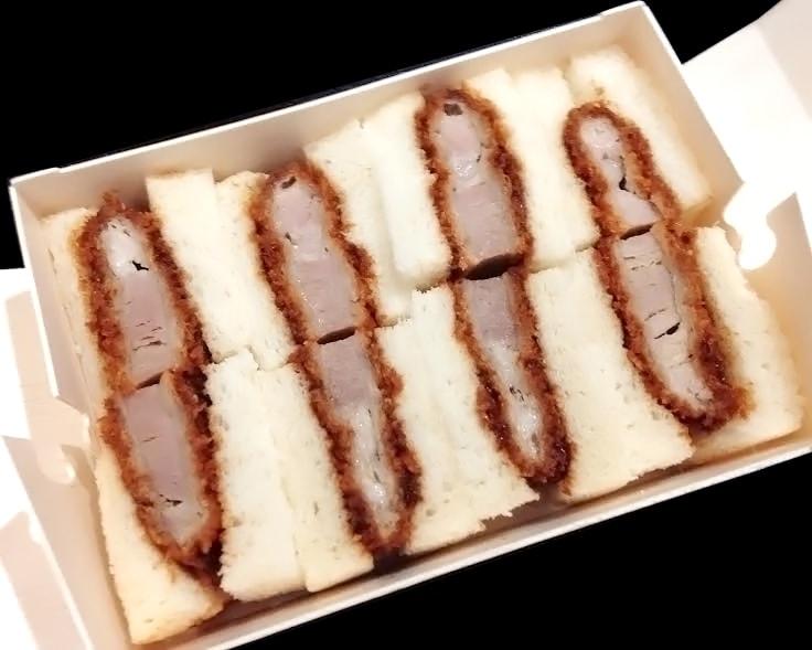 大阪駅弁「串かつだるまのロースカツサンド」