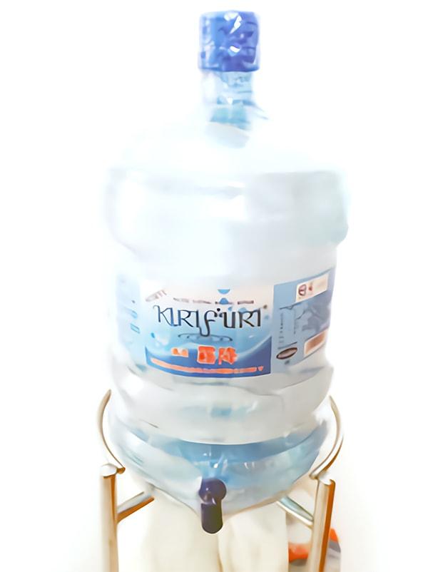 水が19リットル入っているボトル