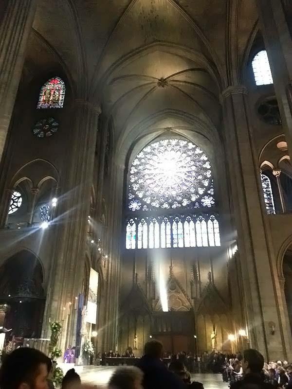 大聖堂の中は厳かな雰囲気です