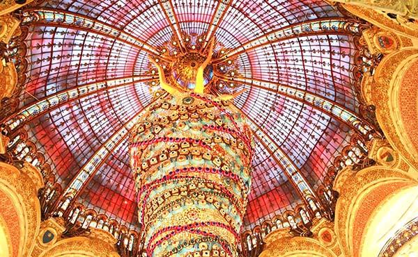 パリのクリスマス旅行を満喫!噂の逆さまツリーも迫力満点!