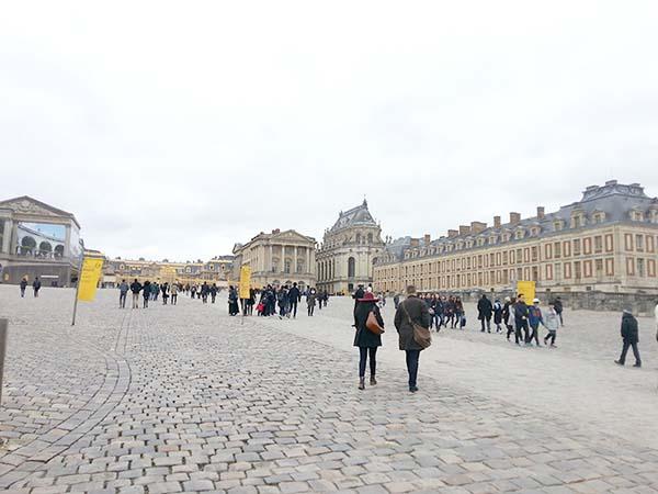ヴェルサイユ宮殿へ向かいます