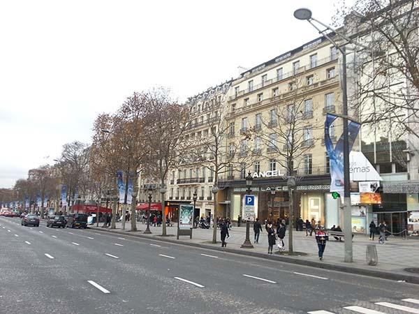シャンゼリゼ通りの街並み