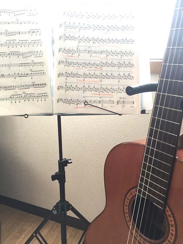 クラシックギターと楽譜