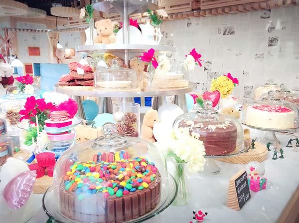 カラフルなケーキがたくさん