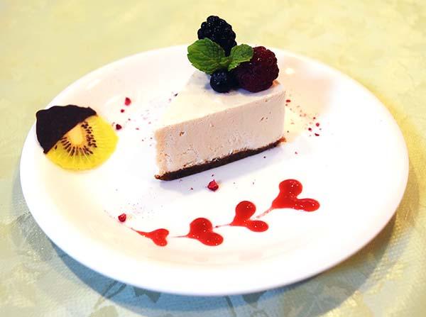 真っ白で美味しそうなローレアチーズケーキ