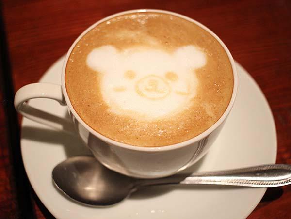 可愛いクマのラテアート