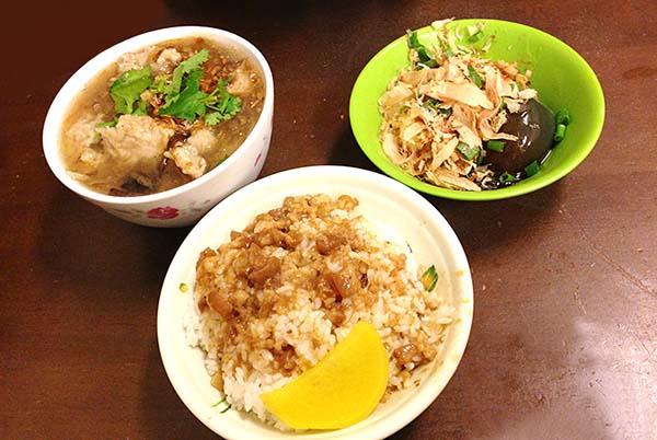 排骨麺と鶏肉飯とピータン