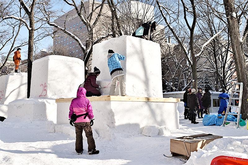 雪から像をつくります