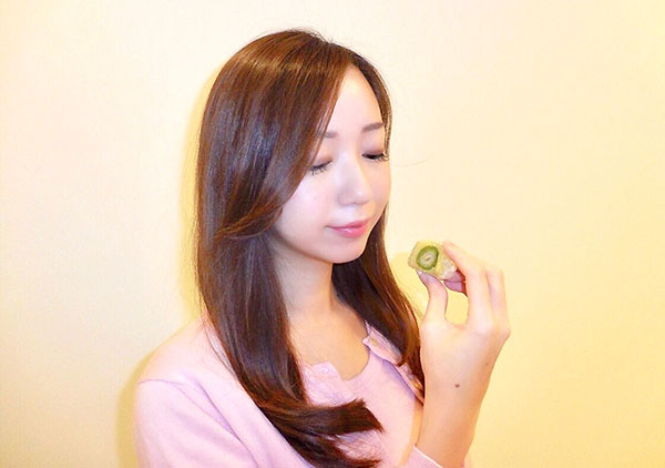 フルーツ和菓子を食べる
