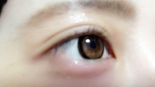 目元が色づきます