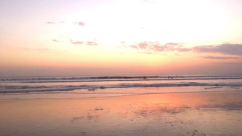 クタビーチの夕暮れ