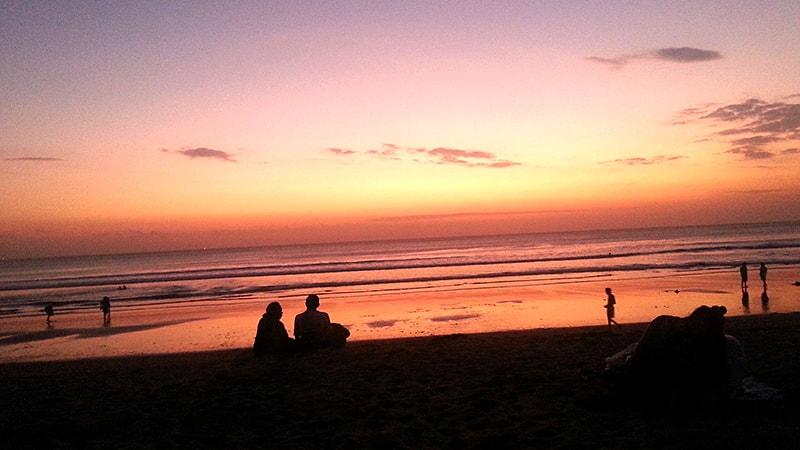 日が暮れても絶景な海辺