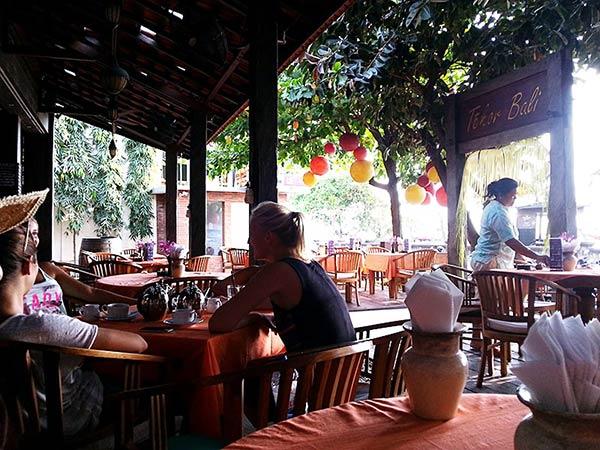 クタエリアのローカル食堂