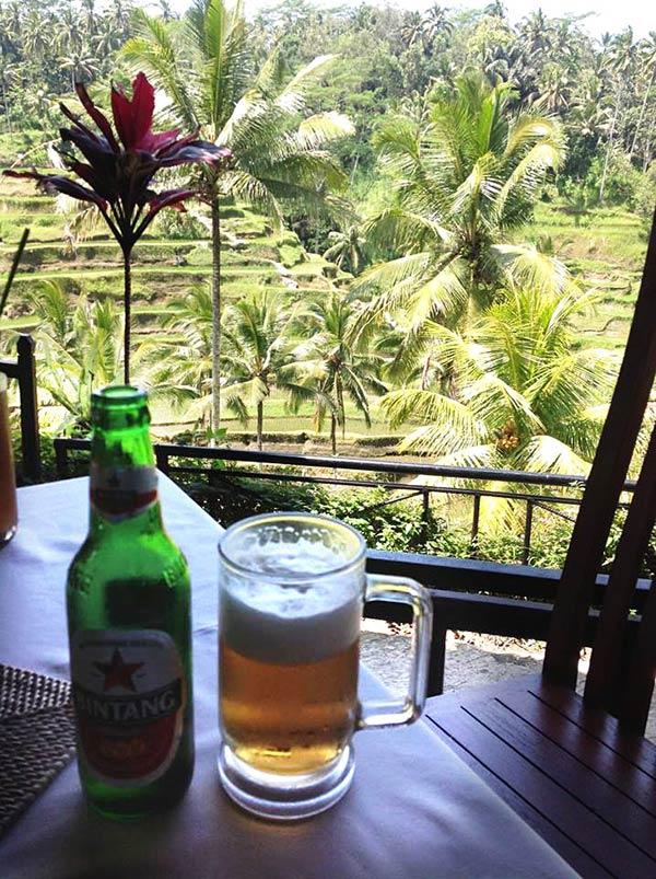 ビンタンビールとバリの風景