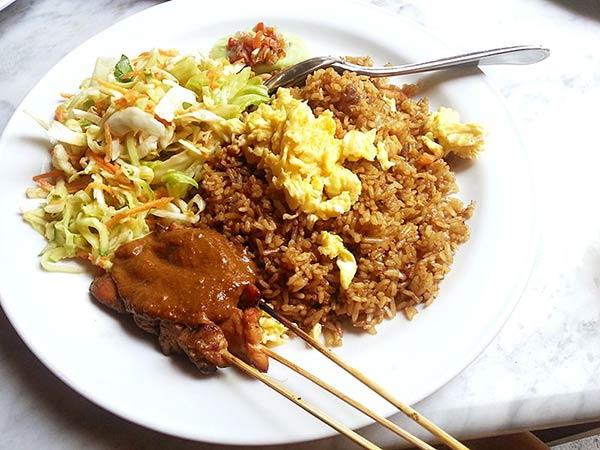 バリの伝統料理「サテ」