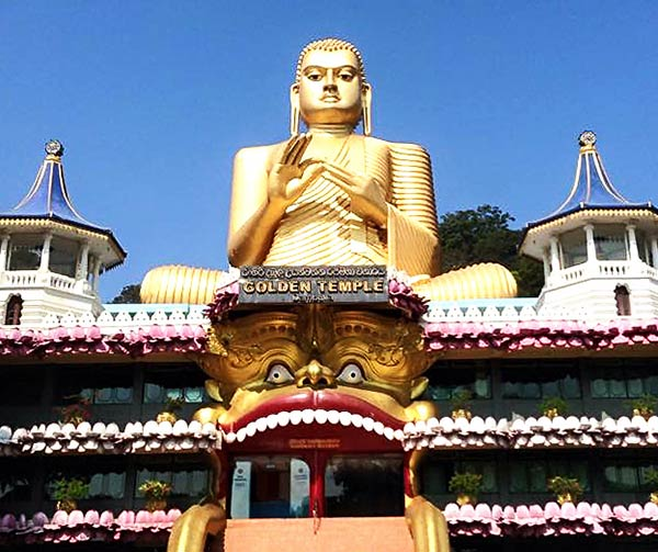 ダンブッラ石窟寺院の黄金の大仏