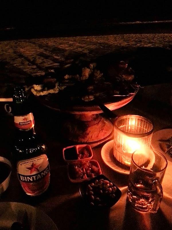 ジンバランビーチでの食事