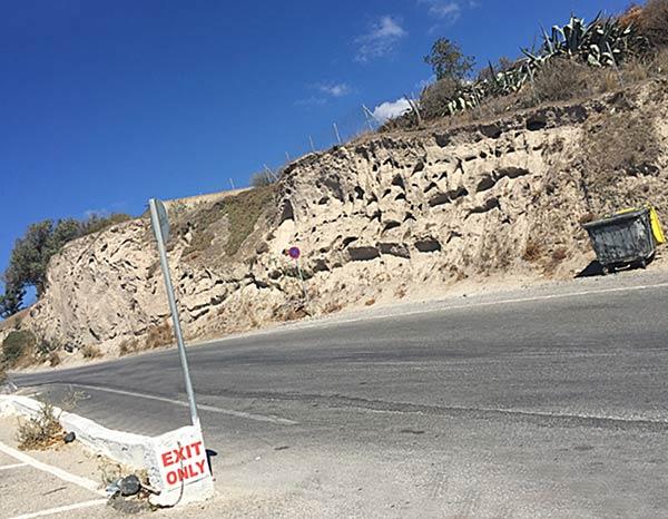 サントリーニ島の道路