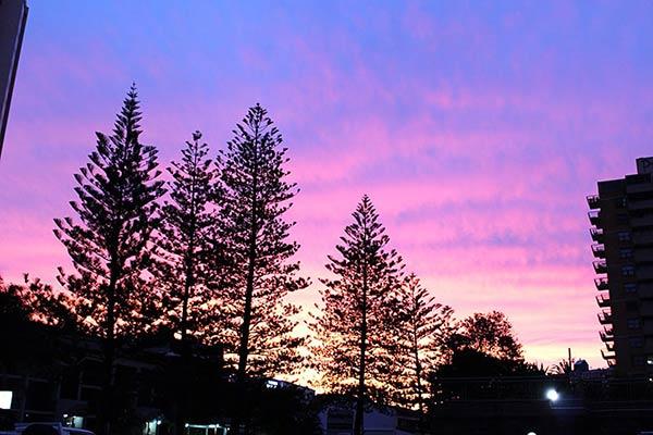 サーファーズパラダイスビーチの夕暮れ