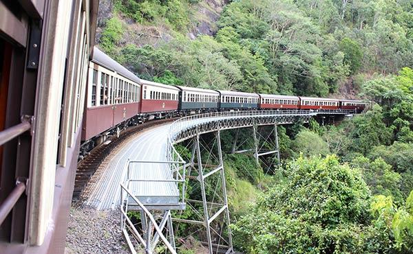 キュランダ村観光へ出発・列車から眺めた景色は感動もの!
