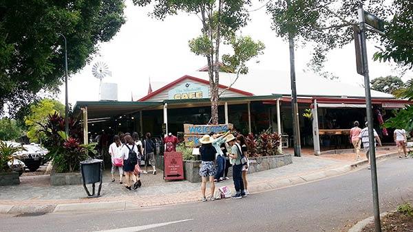 カフェ「Kangazims Café」