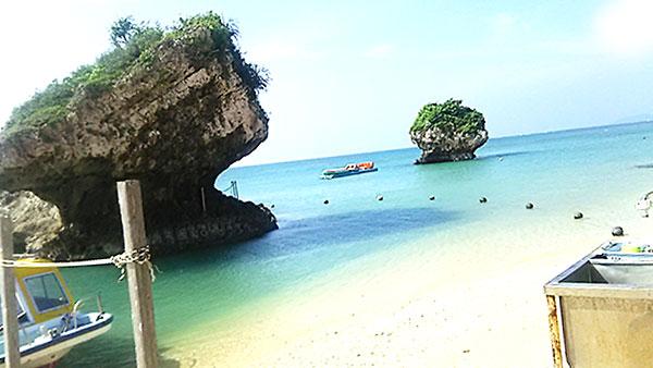青い海に白い砂浜