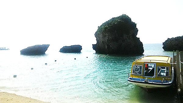 海とグラスボート