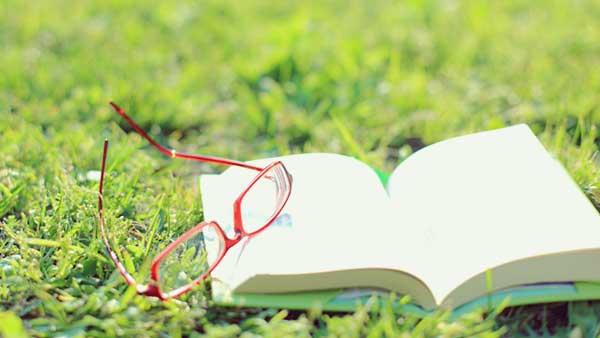 眼鏡と文庫本