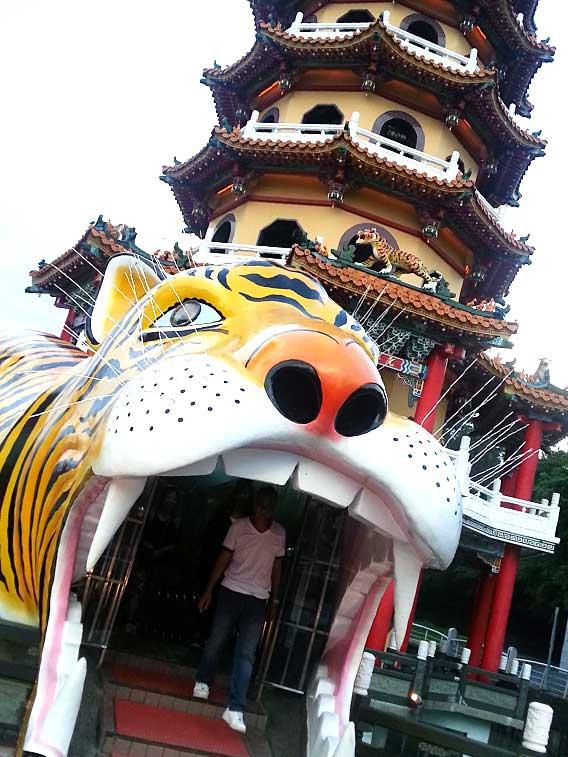 大きな虎の像