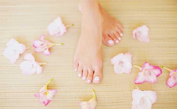 ペディキュアなしでも綺麗な足の爪になれる!簡単お手入れ方法